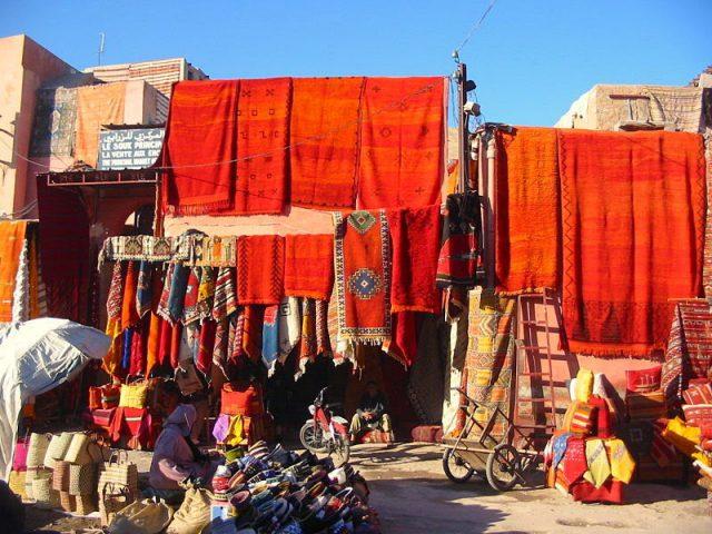 800px-Carpets_in_Marrakech
