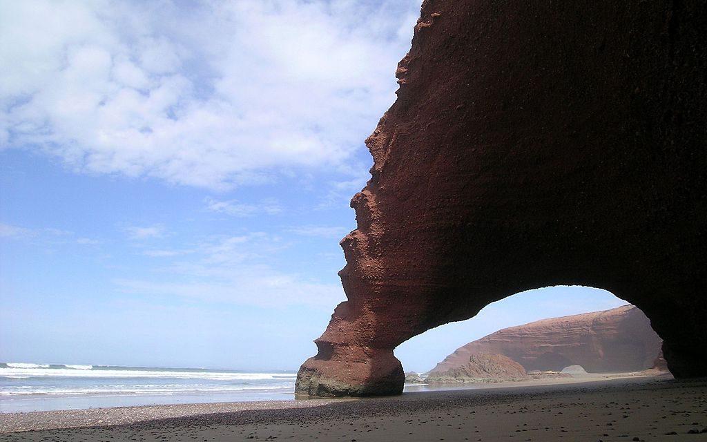 http://www.moroccodesertvip.com/wp-content/uploads/2018/12/1024px-Playa_de_Lagzira_en_Sidi_Ifni_Marruecos-1024x640.jpg
