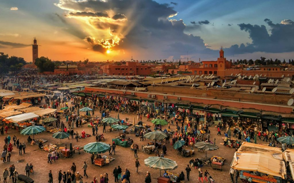 http://www.moroccodesertvip.com/wp-content/uploads/2018/12/Explore-the-honeycomb-of-connecting-alleyways-that-make-up-the-souks-of-the-Medina-1024x768-1024x640.jpg